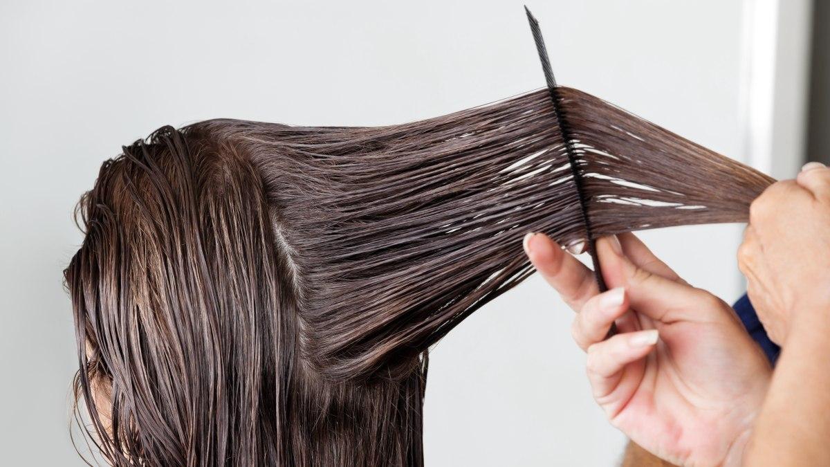 تعرفي على كيفية فرد شعرك في المنزل