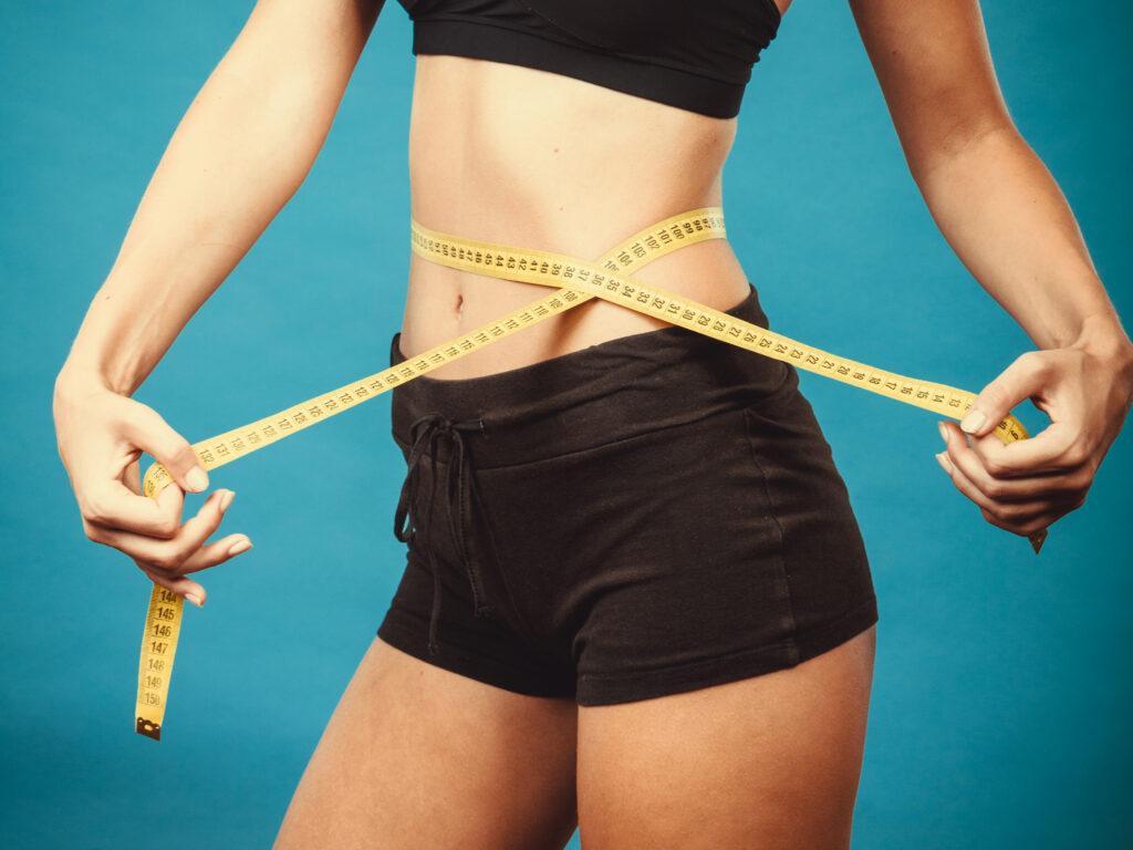 كيف تجعلين بطنك مسطحة